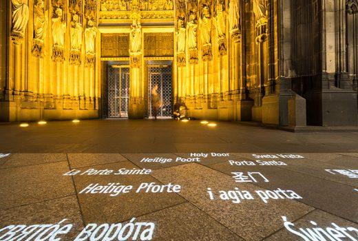 Christliche Botschaften am Kölner Dom