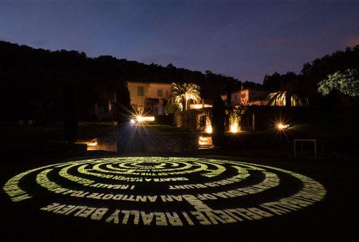 Ein Labyrinth aus Licht im Garten Eden