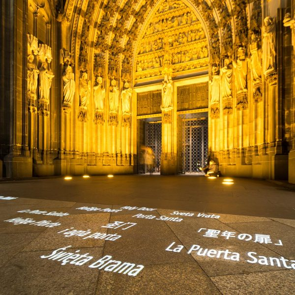 Gobo projection in front of Cologne Cathedral