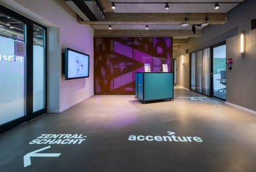Wegleitsystem und Lichtdesign bei Accenture
